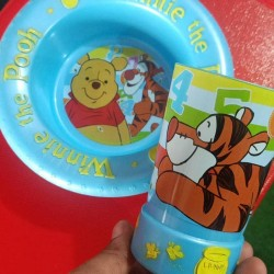 Winnie the Pooh Feeding Set Bowl and Tumbler