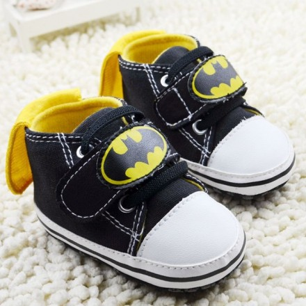 Batman Baby boys prewalker shoes with Cape- 0-3mths, 6-9mths