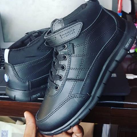 Teener Boys School Shoes - EUR 35